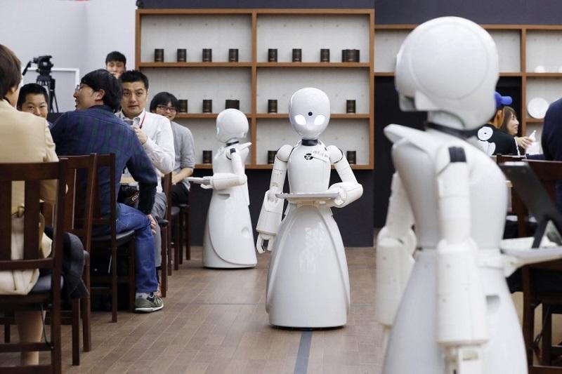 Токиода робот даяшылар қызмет көрсететін дәмхана ашылды