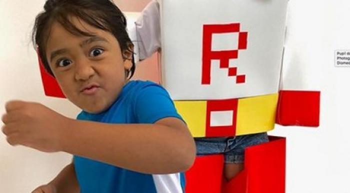 7 жасар бала – әлемнің ең бай блогері