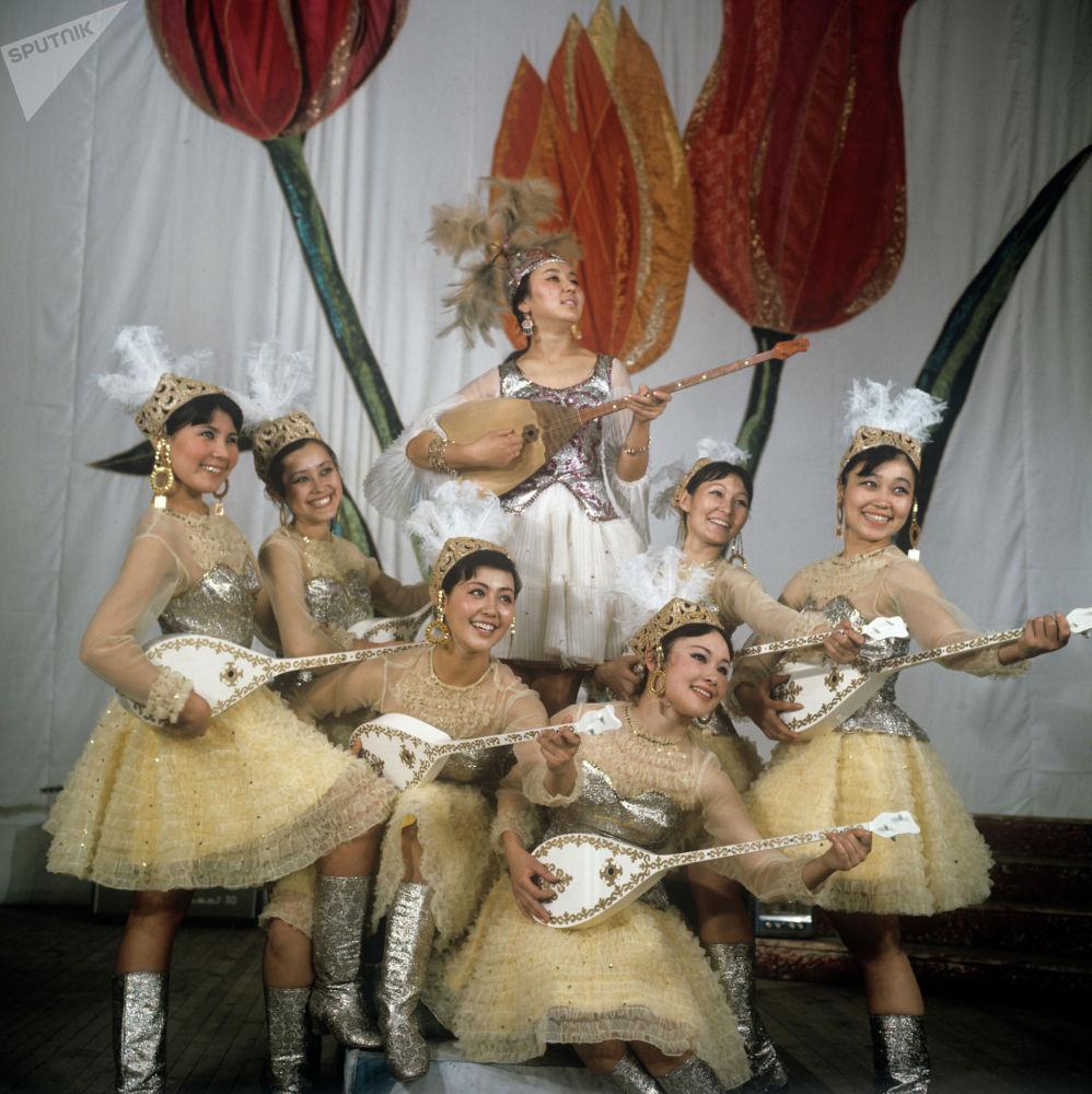 Кеңес дәуіріндегі қазақ арулары: 50 жыл бұрын ел аузында жүрген сұлулар - фото
