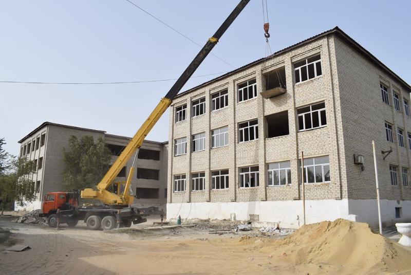 Қармақшы ауданының әкімі мектептің жөндеу жұмыстарымен танысты (ФОТО)