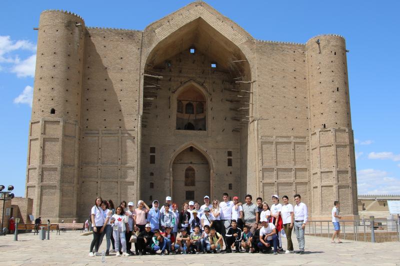Қызылордалық жастар тарихи орындарға саяхат жасады (ФОТО)