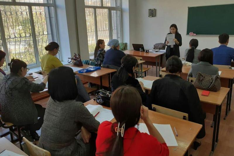 Қызылордада жүздеген мемлекеттік қызметкерлер қазақ тілінен тест тапсыруда