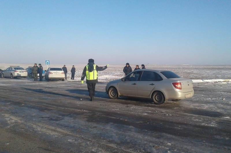 Қызылордада полицейлер жолда қалған 2500-ден астам жолаушыларға көмек көрсетті